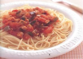夏野菜たっぷりトマトソースのスパゲッティ
